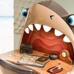 Escrivaninha tubarão com dentes iluminados e olhos ajustáveis