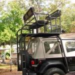 Rack tubular transforma Jeep em veículo de dois andares
