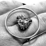Utopia: um anel circular e minimalista de inspiração política