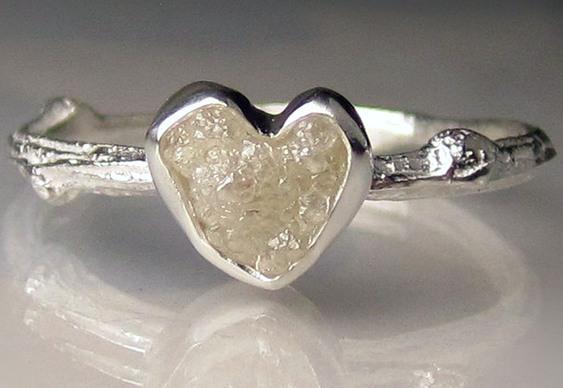 Anel de prata com pedra preciosa