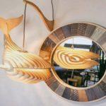 Baleia flutua no ar como cúpula de luminária em camadas 3D
