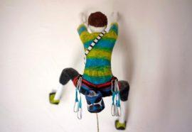 Réplica em miniatura de alpinista