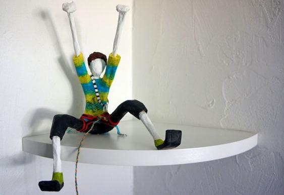 Boneco alpinista