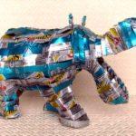 Animais selvagens de lata reciclada criados por artesãos africanos