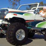 Revitalização de Jeep Willys com grafismos sobre pintura branca