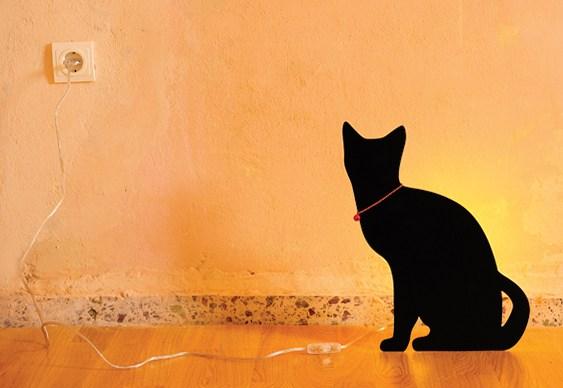 Silhueta iluminada de gato