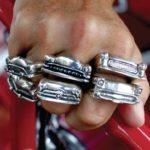 Anéis Hot Rod de prata com as frentes de automóveis clássicos