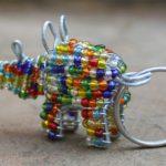 Chaveiros de bichos africanos com miçangas e contas coloridas