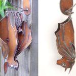 Mamãe-morcego e filhote de metal para decorar varandas e jardins