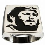 Anel com a imagem de Fidel Castro em baixo-relevo é raridade