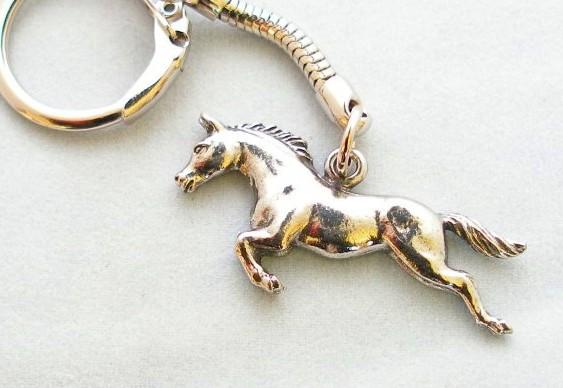 Cavalo de metal fundido