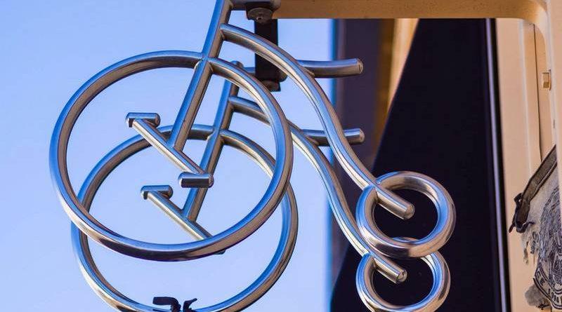 Réplica de bicicleta antiga