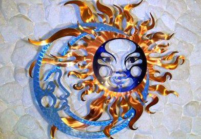 Reflexos holográficos em Sol & Lua de metal escovado