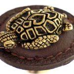 Tartaruga marinha fundida em metal como puxador de gaveta