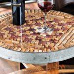 Tampo de mesa com rolhas de vinho reversível em quadro de avisos