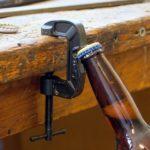 Grampo abridor de garrafas para balcão ou prateleira de bar