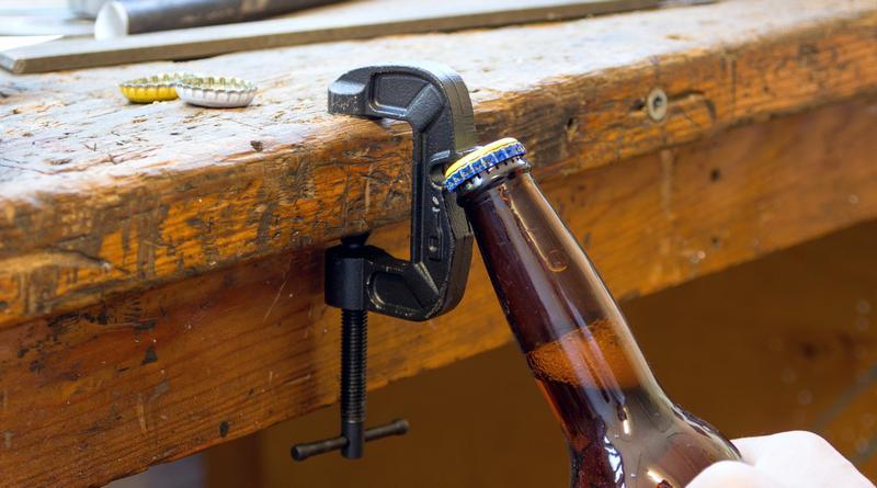 Alavanca para tirar tampinhas de metal