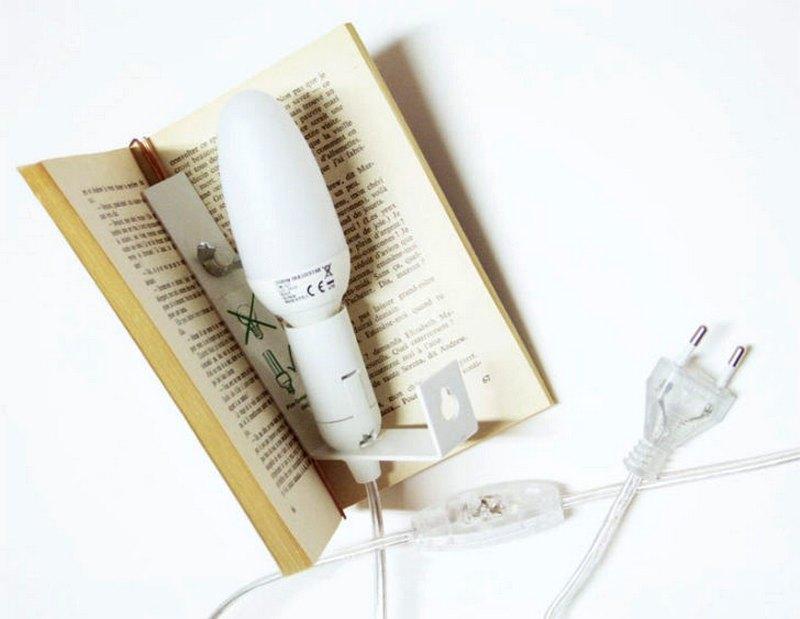 Luminária com livro