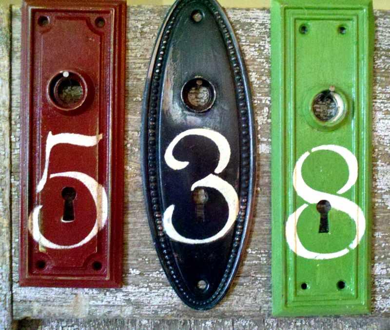 Número de endereço com fechadura velha
