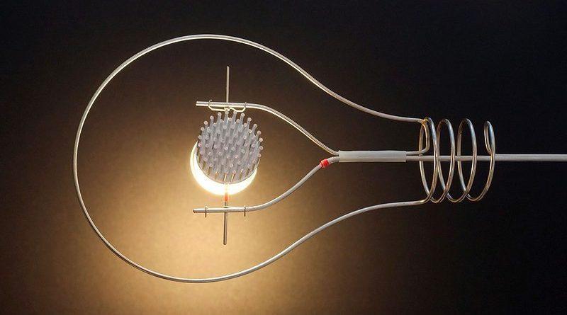 Luminária com tubo de metal