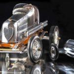 Carros de corrida antigos em réplicas perfeitas em miniatura