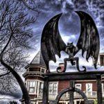 O portão da casa assombrada do escritor de terror Stephen King