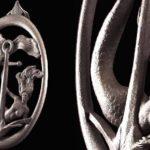 Sereia agarrada à âncora em aldrava ou batedor de porta retrô