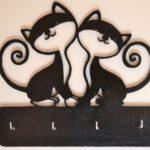 Casal de gatos em porta-chaves de parede com quatro ganchos