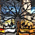 Árvores da Vida de metal com a magia dos reinos animal e vegetal