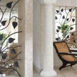 Grade de ferro para janela com as formas orgânicas das plantas
