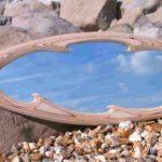 Espelhos com molduras de pranchas de surf para casas de praia