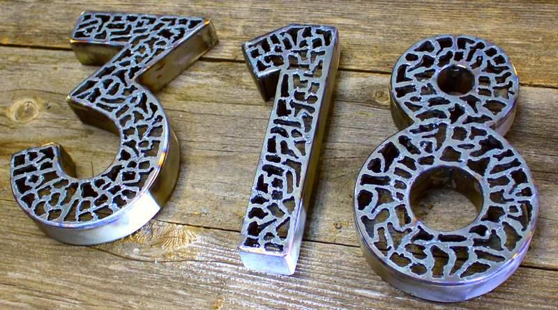 Número de casa com chapa de metal