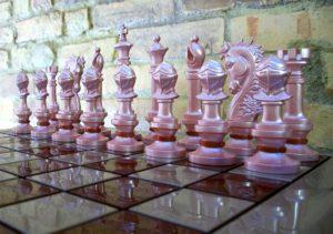 Como são feitas as peças do jogo de xadrez