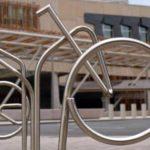 Ilusão de ótica transforma bicicletário numa única bike