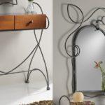 Penteadeira ou aparador com espelho combina metal e madeira