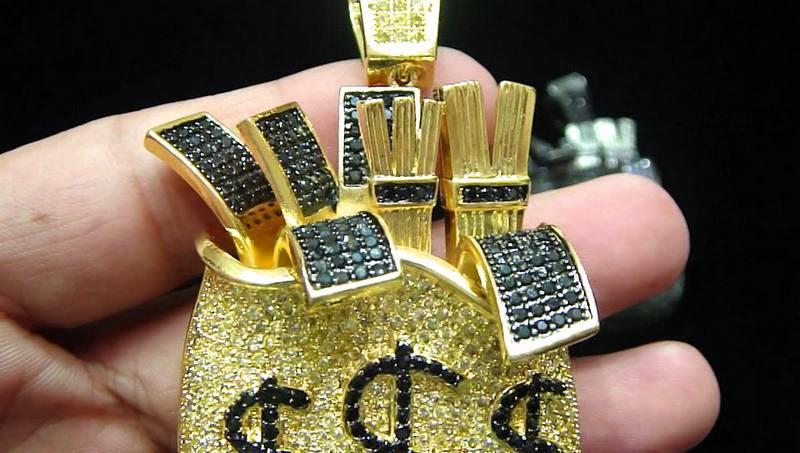 Maços de notas de dinheiro