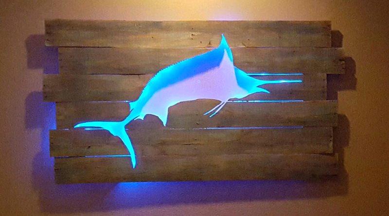 Luminária backlit com peixe