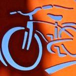 Letreiros de metal e painéis de madeira para lojas de bicicletas