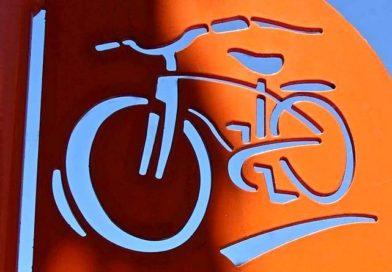 Letreiros de metal e madeira para lojas de bicicletas