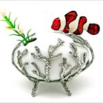 Coral de pewter e peixe Nemo composto com vaso de cerâmica