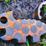 Abridores de garrafas de metal com o formato de lagartos