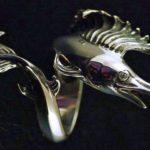 Anel para pescador com réplica do peixe mais rápido do mundo