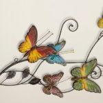 Painel e quadros com borboletas e flores coloridas de metal