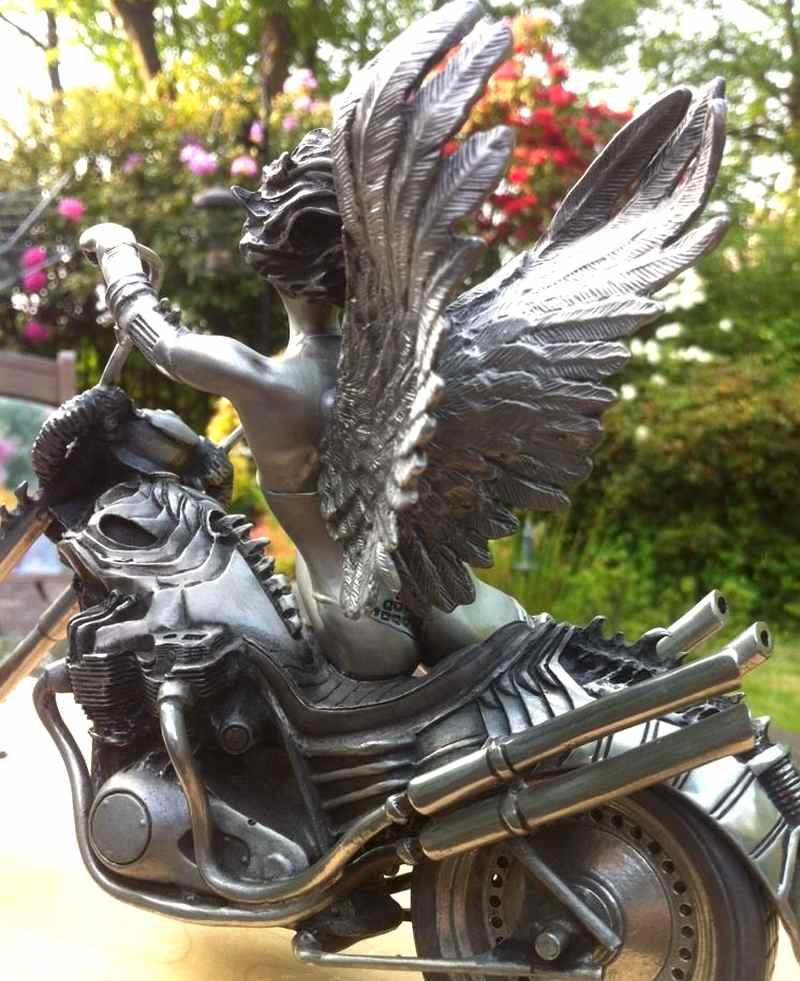 Guerreira alada de moto