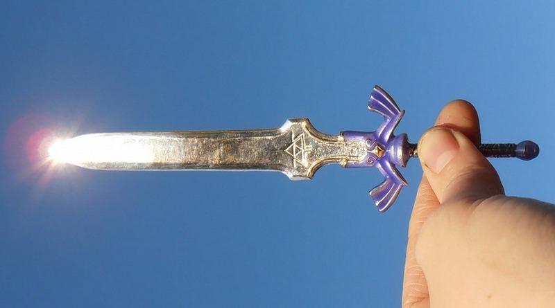 Réplica de espada de metal