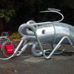 Bicicletas presas pelos tentáculos de uma lula gigante em Seattle