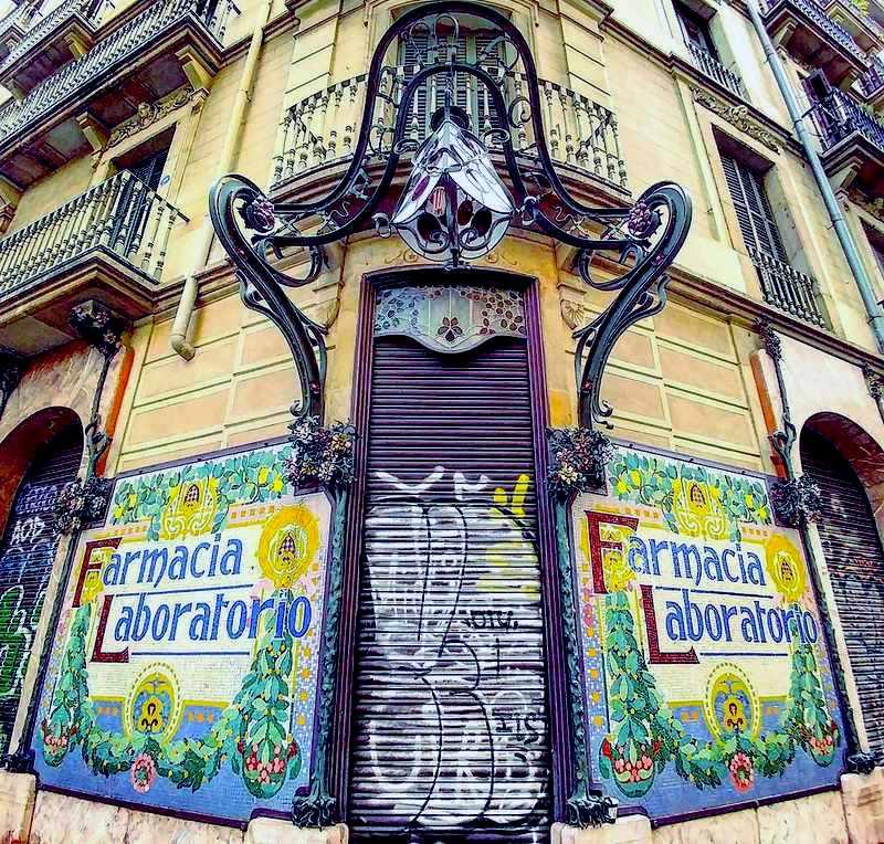 Painel de parede em farmácia de Barcelona