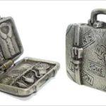 Broche de pewter articulado como mala de viagem em miniatura