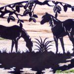 Serralheria artística para haras: silhuetas de cavalos no pasto