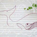 Baleia em grade de proteção para janelas das casas de praia